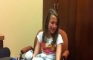 ΕΚΠΛΗΚΤΙΚΟ ΒΙΝΤΕΟ:Δεκάχρονο κωφό κορίτσι ακούει για πρώτη φορά τη φωνή της