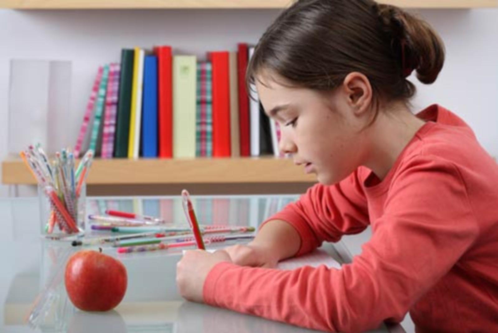 13 συμβουλές για να βοηθήσετε τα αριστερόχειρα παιδιά να κατακτήσουν τις δεξιότητες της γραφής