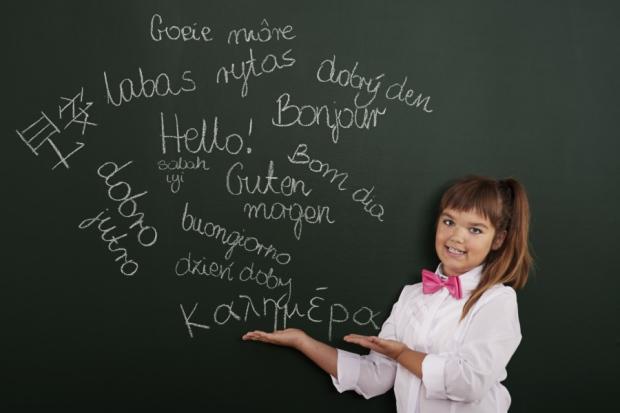 Τεχνικές να βοηθήσετε το παιδί σας να μάθει 2 γλώσσες ταυτόχρονα