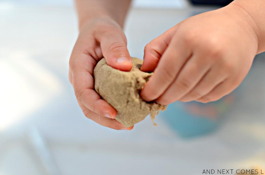 3 Δραστηριότητες που ενισχύουν την αίσθηση της αφής στα παιδιά