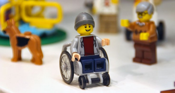 Η Lego λανσάρει νέα φιγούρα σε αναπηρικό αμαξίδιο