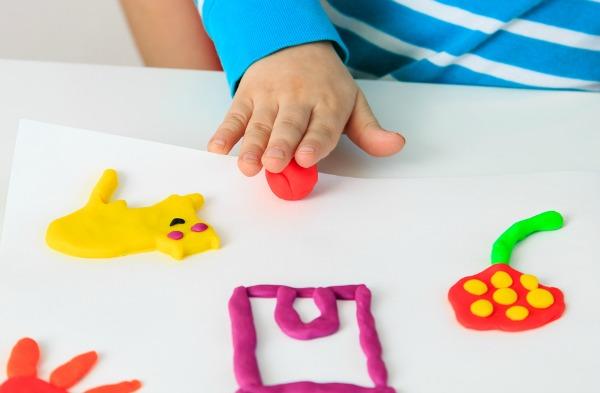 Λεπτή κινητικότητα και τα αναπτυξιακά της ορόσημα ανά ηλικία | Ειδικός  Παιδαγωγός