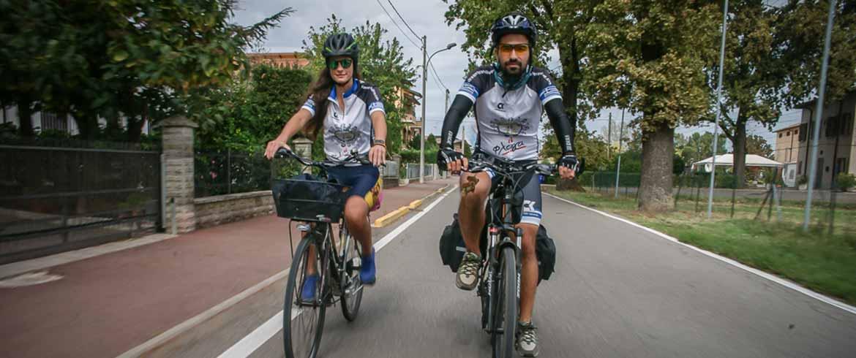 Ποδηλατώντας από την Πόλη έως την Κρήτη για τα παιδιά με αναπηρία