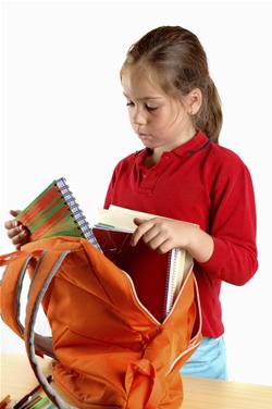 Πώς να βοηθήσω το παιδί μου να ετοιμάσει την τσάντα του για το σχολείο;