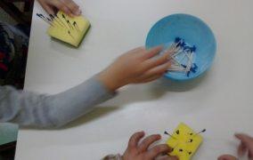 Δραστηριότητα με οδοντογλυφίδες για την ανάπτυξη της λεπτής κινητικότητας
