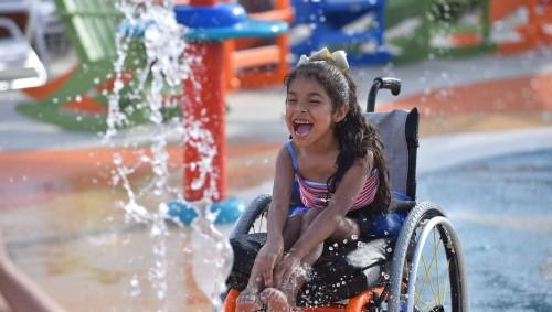Κατασκευάστηκε το πρώτο water park στον κόσμο για άτομα με αναπηρία