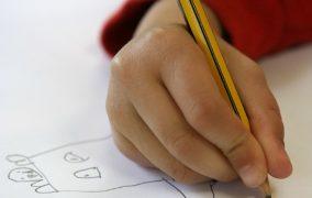 Πώς πρέπει να κρατάει σωστά το μολύβι το παιδί προσχολικής ηλικίας;